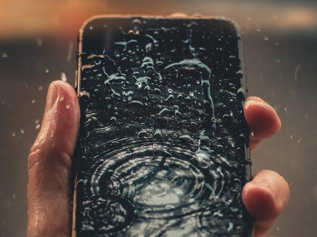 Cómo sacar el agua de los altavoces de un teléfono mojado, usando una app