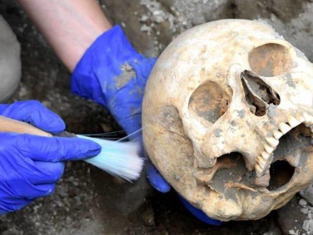 El cráneo del antiguo habitante de Pompeya hallado bajo una enorme roca está intacto.  ¿Cómo murió entonces?