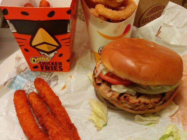 SnackTAYku: Det er ikke nemt at være ost og kylling, men Burger King's Cheetos Chicken Fries gør det til at virke
