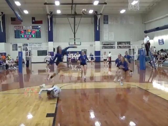 Her er en superhuman volleyballspill fra tre forskjellige vinkler