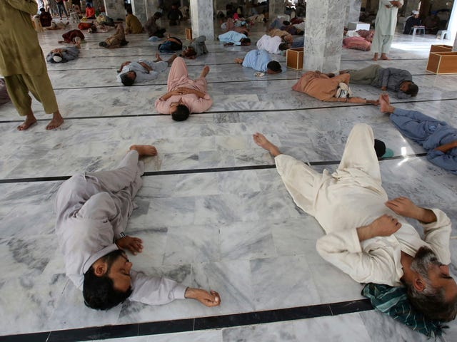 A Deadly Heat Wave Is Sweeping Over Pakistan