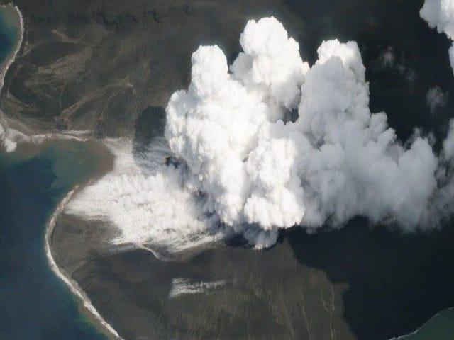 Uitbarsting van de Indonesische vulkaan in 2018 Genereerde een Tsunami op minimaal 330 voet hoog