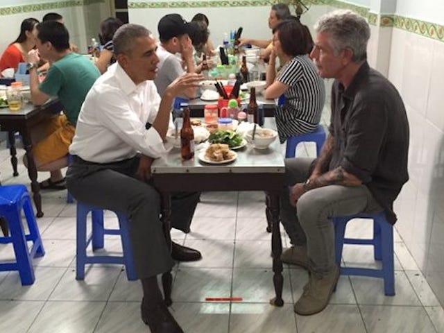 Aquí hay dos tipos que están saliendo en Vietnam