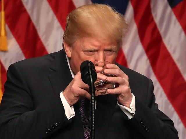 La campagna Trump non può smettere di bere Trump Ice