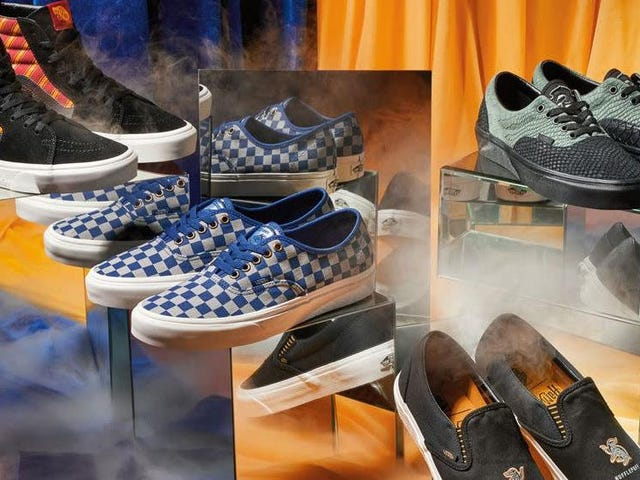 """<a href=https://news.theinventory.com/wear-your-hogwarts-house-allegiance-on-your-feet-with-v-1835419309&xid=17259,15700022,15700186,15700190,15700256,15700259,15700262 data-id="""""""" onclick=""""window.ga('send', 'event', 'Permalink page click', 'Permalink page click - post header', 'standard');"""">Bær din Hogwarts House Allegiance på dine fødder med Vans &#39;New Harry Potter Collection</a>"""
