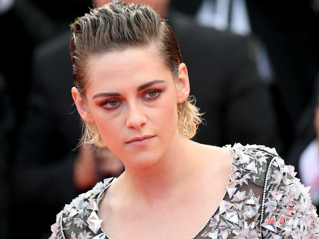 Kristen Stewart Goes Shoeless at Cannes, Fuck Your Rules!