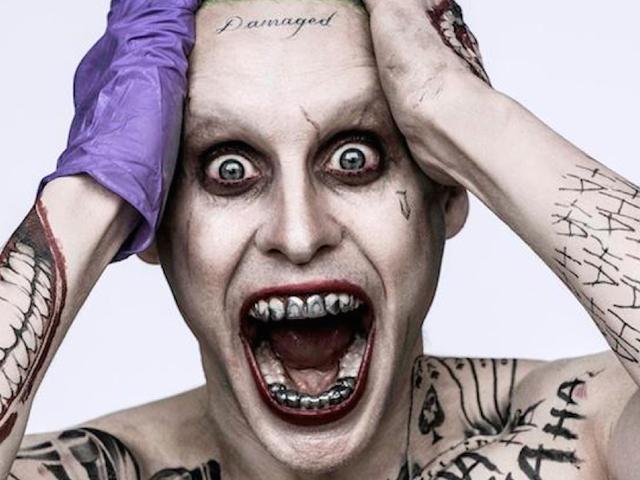 La verdadera razón por la que el nuevo Joker tiene esos dientes y un tatuaje en la frente