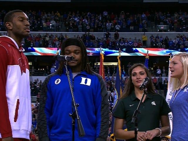 Final Four National Anthem Funktioner Idrottare från de fyra skolorna