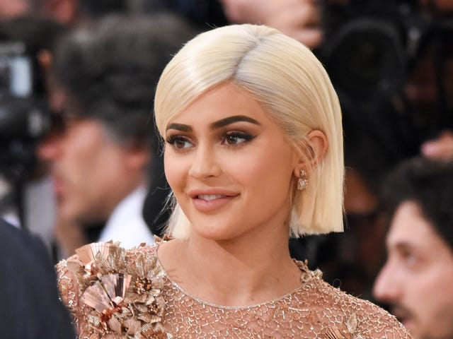 Dear Kylie Jenner: Kindly Shut the Hell Up When It's Black-Girl Time