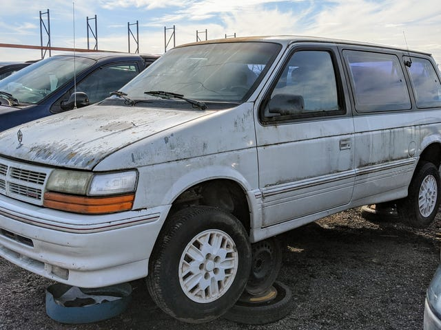 Tämä vuoden 1991 Dodge Caravan ei ansaitse sellaista kohtaloa