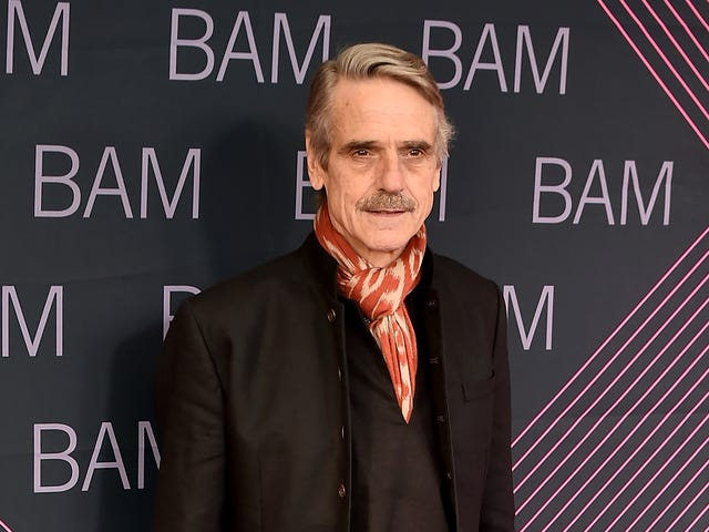 "<a href=""https://news.avclub.com/jeremy-irons-to-play-mysterious-british-lord-on-hbos-r-1827151731"" data-id="""" onClick=""window.ga('send', 'event', 'Permalink page click', 'Permalink page click - post header', 'standard');"">Jeremy Irons to play mysterious British lord on HBO&#39;s &quot;remixed&quot; <i>Watchmen <em></em></i></a>"