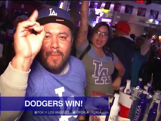 "LA Fox Station Menjalankan Promo Postgame News: ""DODGERS MENANG!"""