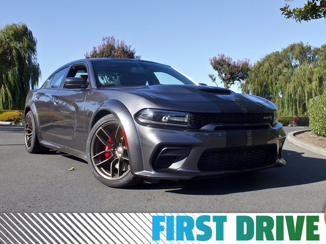 Dodge Charger SRT Hellcat Widebody fra 2020 er en 707 HP Fire-dørs land missil for fansen