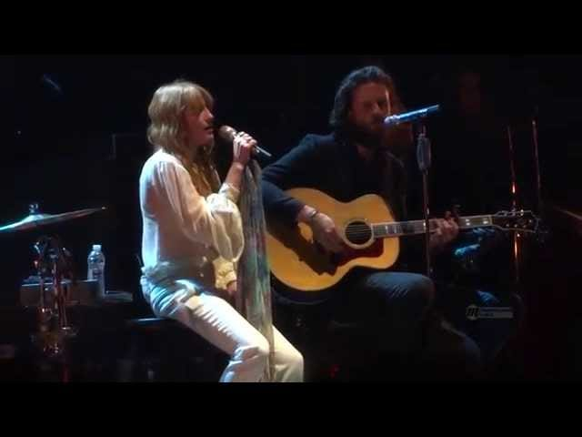 Florence Welch Sings 'Love Hurts' With Father John Misty, Broken Foot