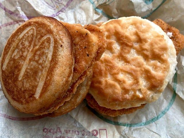 McDonald's tiene dos formas de comer su pollo decente para el desayuno, y encontramos un tercero
