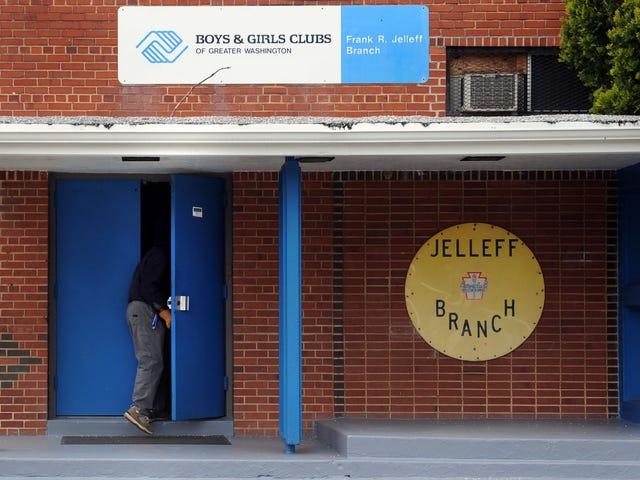 Частная школа, которая забирала общественный центр записи, устала от критики небогатых людей