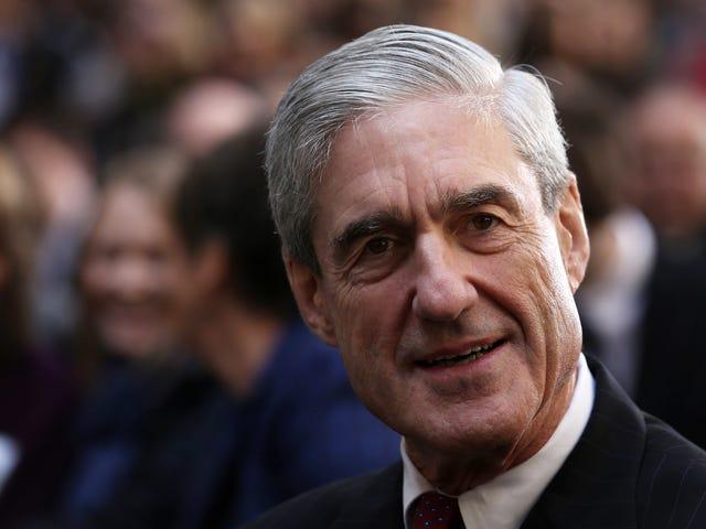 Che cosa sta succedendo con questo schema altamente sospetto che asserisce che le donne sono state pagate per accusare Robert Mueller di molestie sessuali ???  [AGGIORNATO]