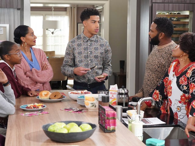 'Black Like Us': Black-ish Finally Tackles the Elephant in the Room—Colorism