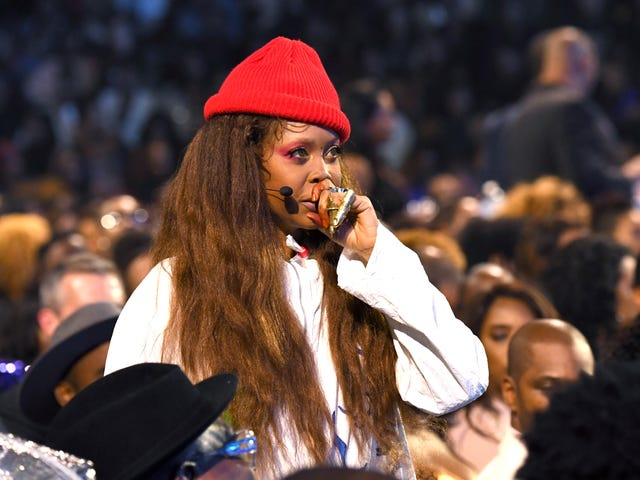 Erykah Badu Was Pulled Over in Dallas so Cop Could 'Say Hi'