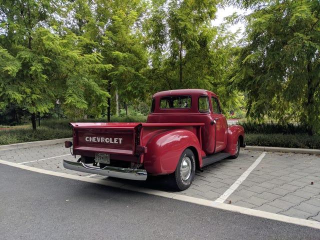 An old Chevy pickup in naaaattuuuurre mannnnnn