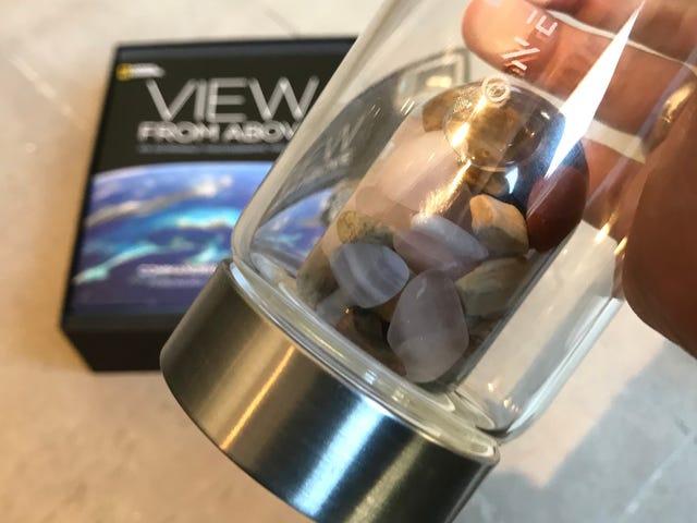 Le National Geographic vient de m'envoyer une bouteille d'eau de guérison en cristal