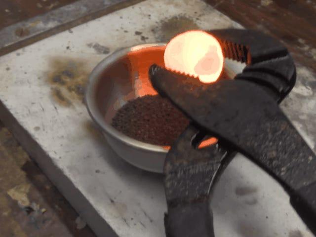 La receta para que la bola de níquel al rojo desate un infierno: pólvora y nitrógeno líquido