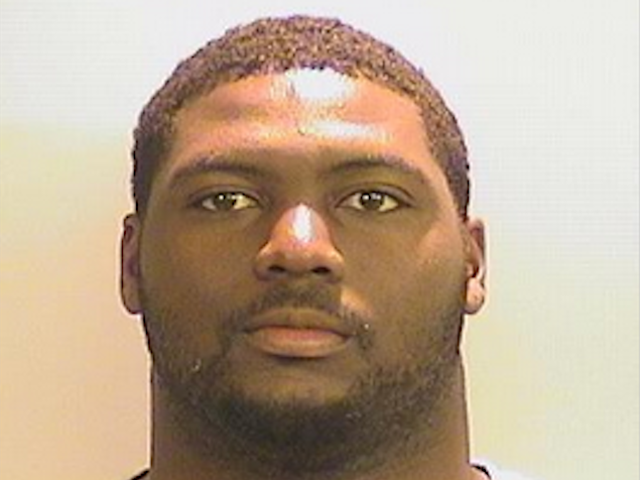 Jonathan Taylor menendang pasukan bola sepak di Alabama