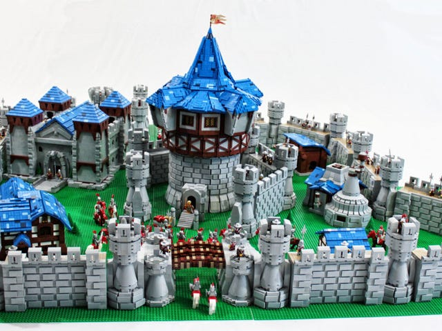 World Of Warcraft LEGO Castle Used Over 55,000 Pieces
