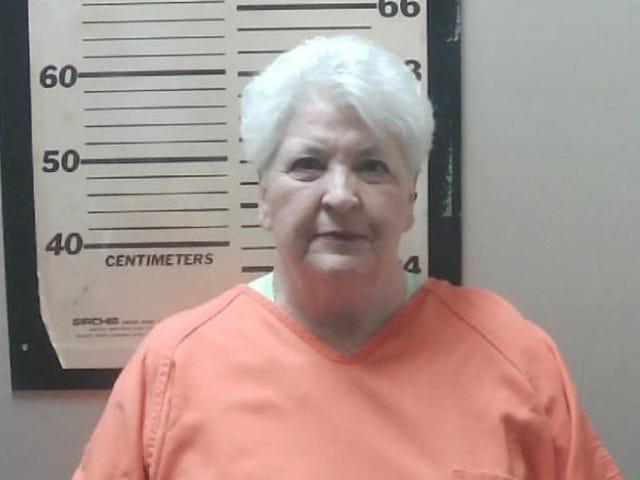 Stand Your Kampground: nonna con le pistole in mano arrestata per aver tirato la pistola contro i neri. Tentativo di pic-nic
