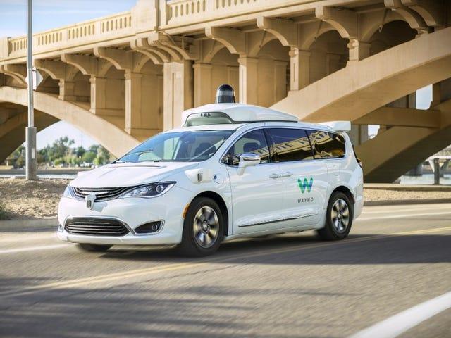 Waymo lanza el primer servicio comercial de taxis de auto conducción, con advertencias