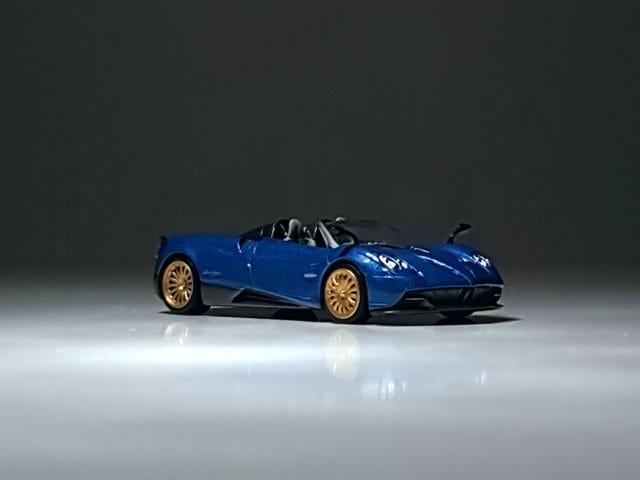 Міні GT Pagani Huayra Roadster у Блакитній Франції
