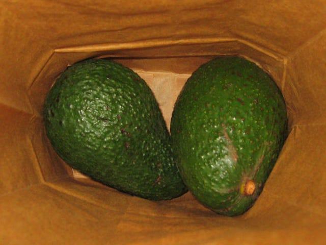 Pon fruta en una bolsa cerrada para que madure mucho más rápido