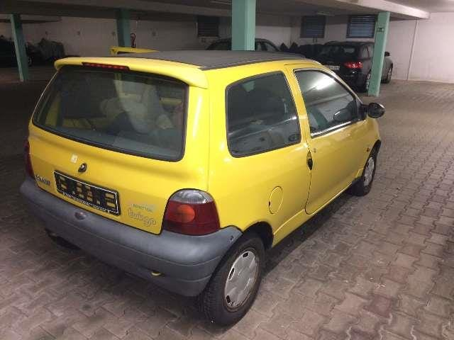 Twingo bros, it's time. Here is your perfect import candidate!