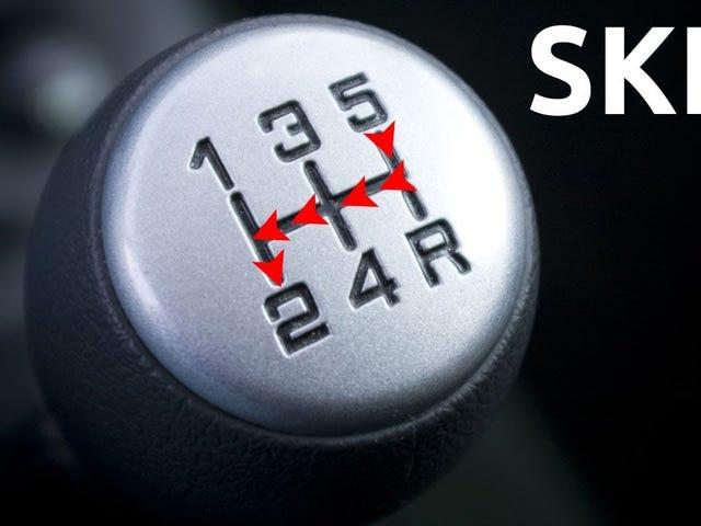 Qué pasa si te saltas marchas en un vehículo con cambio manual