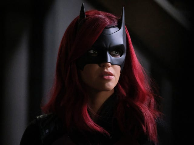 "Batwoman showrunner says show won't indulge in ""Bury Your Gays"" while replacing Kate Kane"
