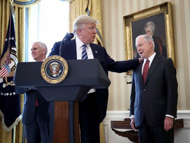 ประธานาธิบดี Vladimir TrumPutin ปกป้อง Jeff Sessions: 'It's a Total Witch Hunt'