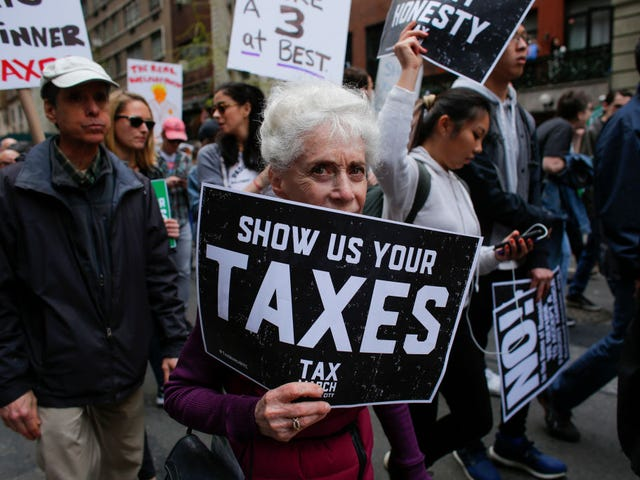 总统TrumPutin不会发布他的报税表,所以停止询问
