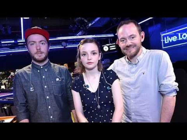 Voici Chvrches Couvrant 'Cry Me a River'