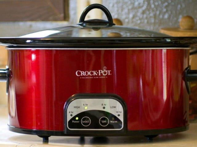 Rivesta il coperchio del tuo fornello lento con un asciugamano da cucina per ridurre la condensa