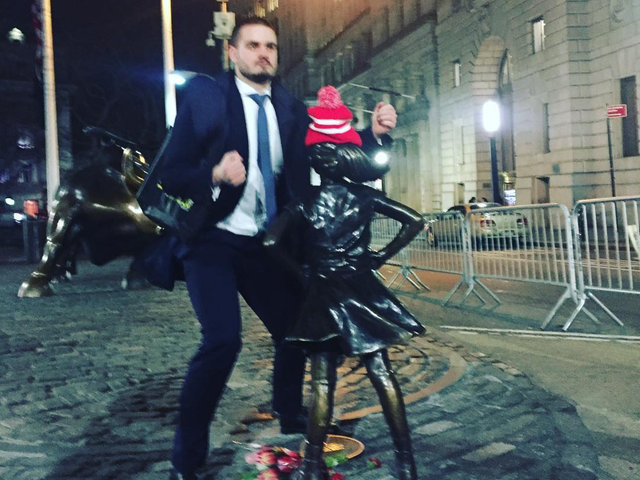 Dead-Eyed Bro Humps Wall Street's 'Fearless Girl' Statue