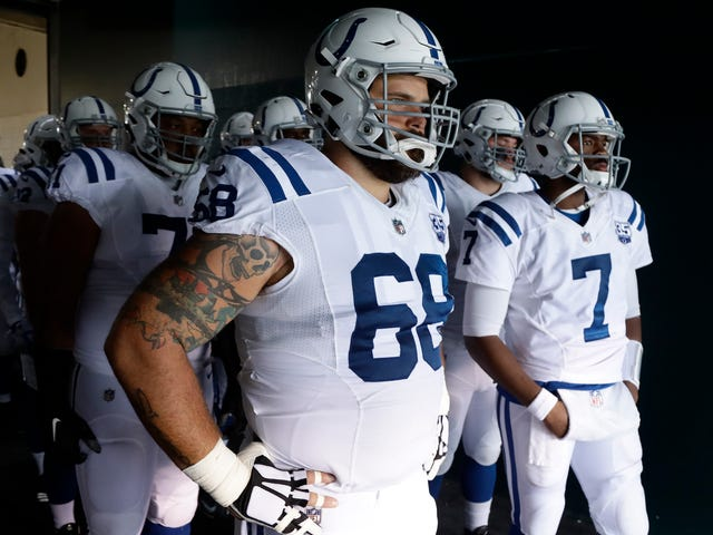 Colts Lineman Matt Slauson Played Almost An Entire Half With Two Broken Vertebrae