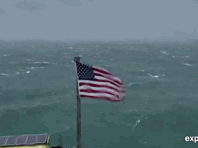 Florence Keluarkan Kelajuan, Sekarang Merangkul Pedalaman Sebagai Hujan Bersejarah Bermula [Mengemas kini]