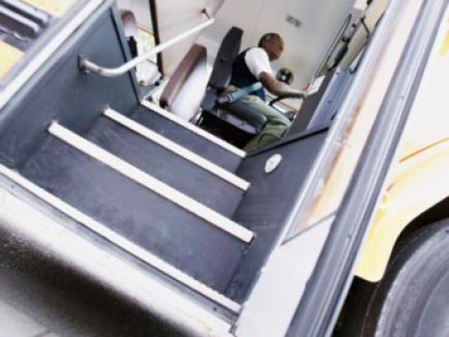 Black Bus Driver siger, at han blev kaldt 'Monkey' og 'Blackie' på jødisk skole i Brooklyn, NY