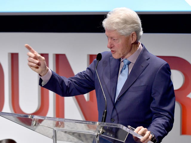 Varför är folk fortfarande inbjudna Bill Clinton till bokstavligen något?
