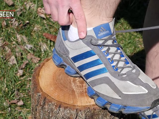 Para qué sirve el último agujero de tus zapatillas deportivas (ese por el que nunca pasas los cordones)