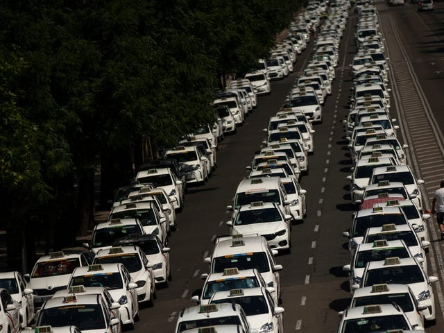 Taxis Are Jamming Spanish Streets in Nationwide Cab Driver Strike Over Uber