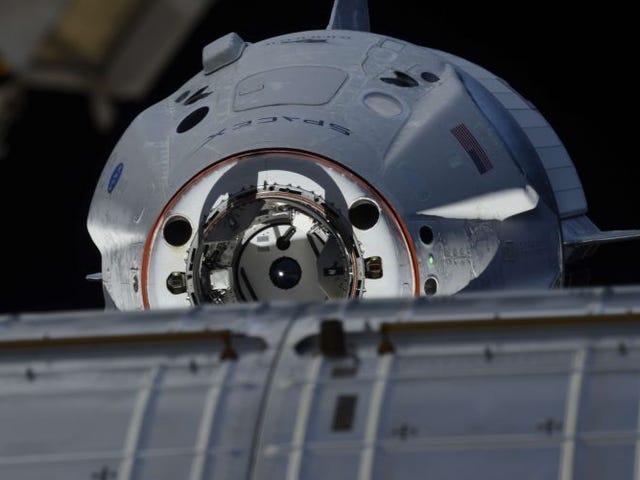 Phi hành đoàn rồng se ha acoplado con éxito a la Estación Espacial Internacional, y las imágenes alucinantes