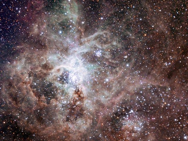 Cerca Starburst sorprende a científicos al tener demasiadas estrellas masivas