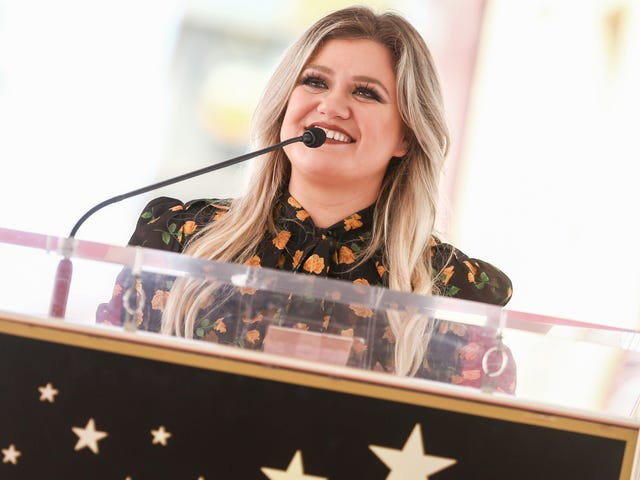 Kelly Clarkson Hates Working Out, As Do We All
