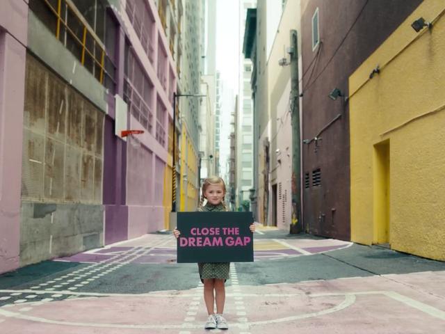 Hampir Hari Internasional Gadis, Ayo Kita Semua Beli Barbie dan Berdaya, Yayyy !!!
